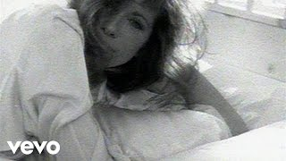 Watch Carly Simon Holding Me Tonight video