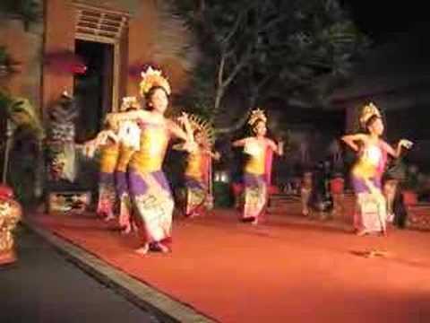 Tari Pendet Dance Bali