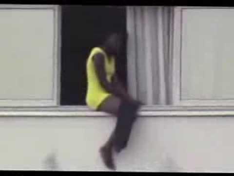 La fille à la fenêtre du NOVOTEL ABIDJAN