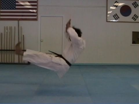 Judo falling and rolling backwards technique (taekwonwoo) Image 1