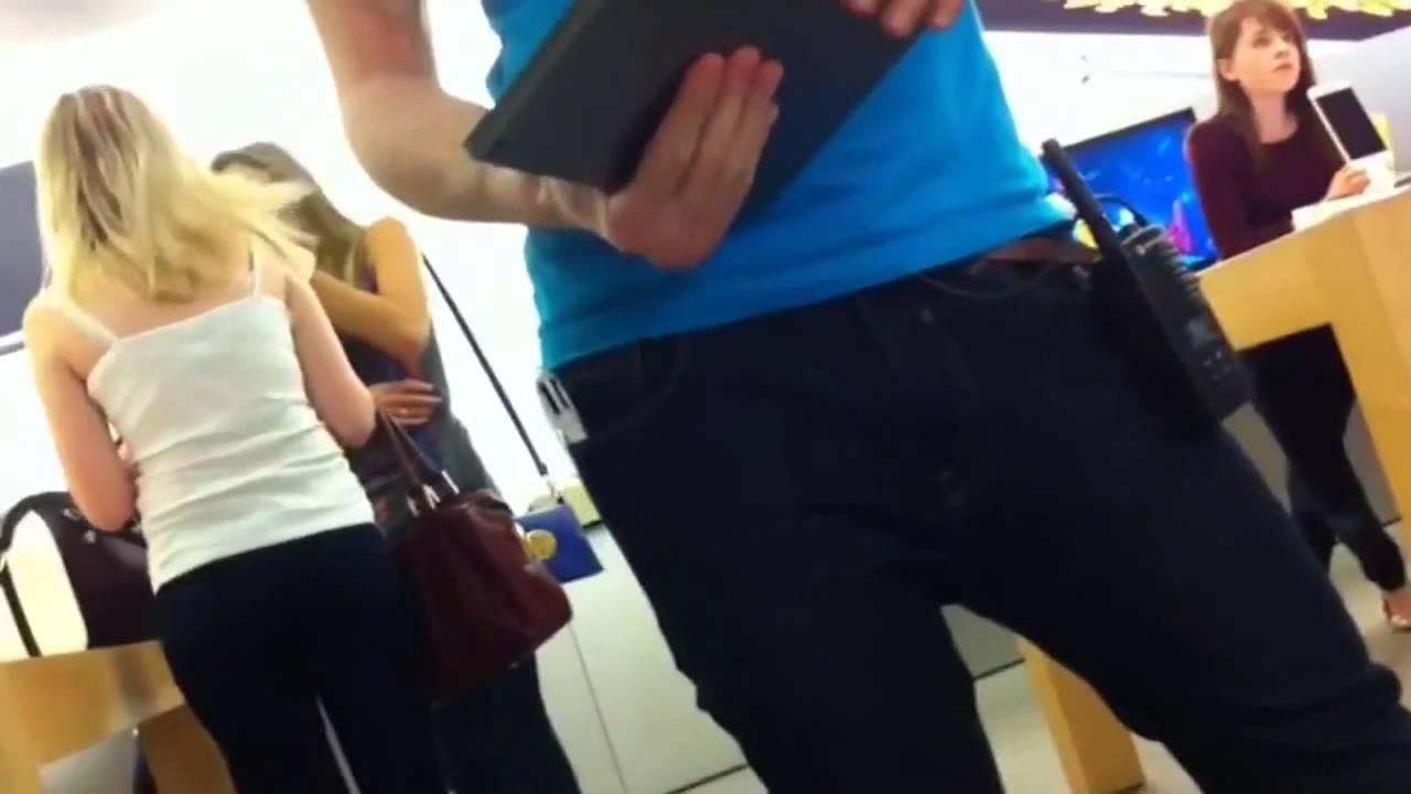 Британские подростки погнули c десяток iPhone 6 в магазине Apple
