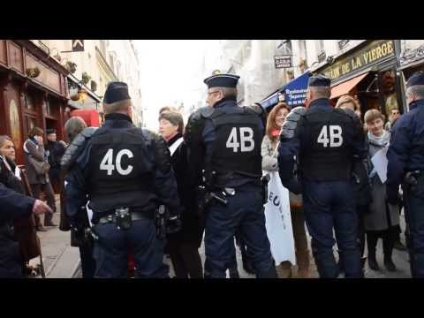 EXCLUSIF Paris (France) 9/12/2013 Injures et baston entre CRS et policiers en civils. Altercation e