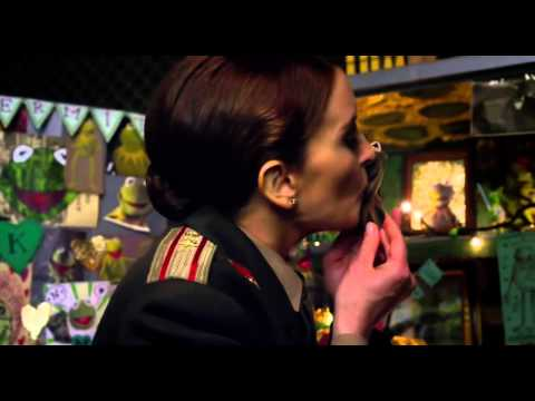 'One Frog, Two Women' MUPPETS MOST WANTED TV Spot 2014