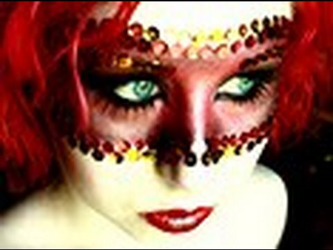Random: Moulin Rouge Mask