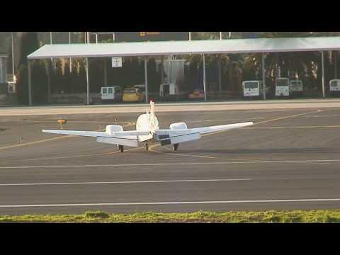 Landing Beech 95-B55 Baron (EC-HQY)