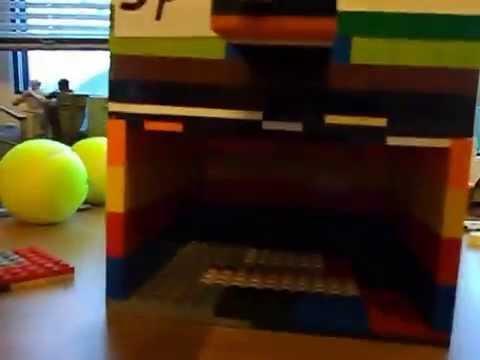 Как сделать конфетный автомат из лего 4 фотография