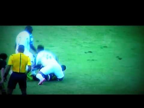 Lesion de luis Garrido honduras vs mexico VIDEOCOMPLETO- Football Injuries 2015