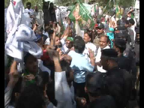 PML N Party Candidates Protest On Electricity Pole Model Town Pkg By Umer Aslam City42