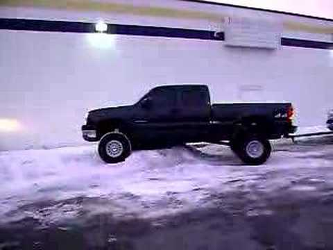 why lifted trucks are pointless Video