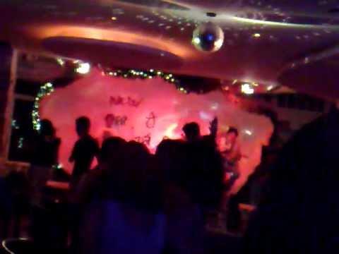Hát và khiêu vũ ở quán cafe Ô Quắn Vũng Tàu