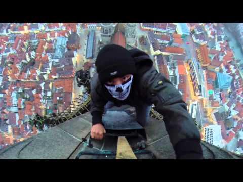 世界一高い教会のウルム大聖堂の上の方へ登って撮影する迫力映像