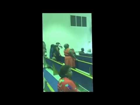 Kisha France Videos: Take the time to glorify the Lord praise break.