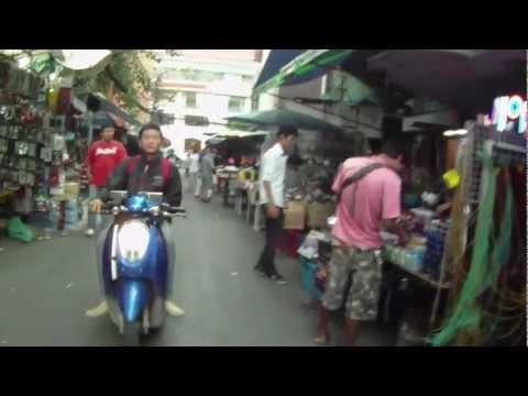 BAN MO ELECTRONIC MARKET BANGKOK 25 AGO 2012