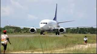 Sriwijaya Air PK-CLC landing at Domine Eduard Osok Airport in Sorong (Scary Runway)