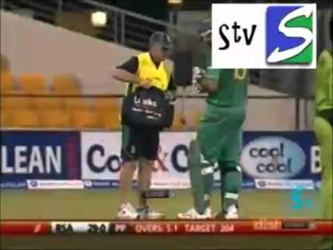 Shoaib Akhtar Vs Greame Smith RETIRED HURT !!