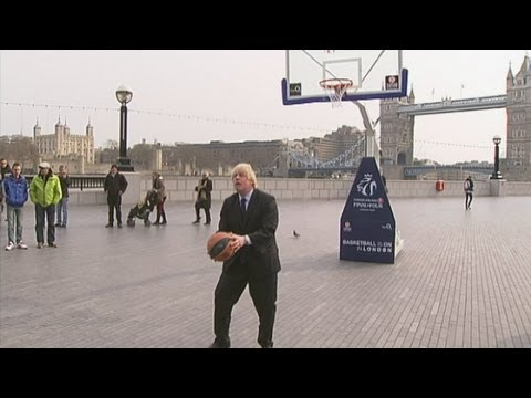 Amazing Boris Johnson basketball trick shot