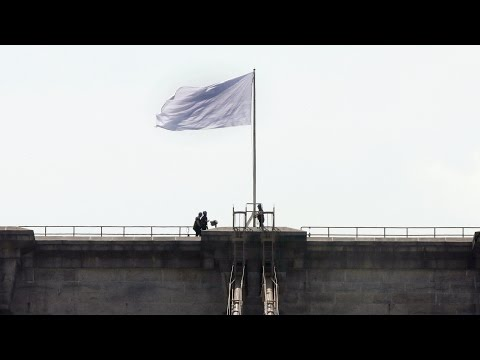 Mysterious White Flags on Brooklyn Bridge Appear