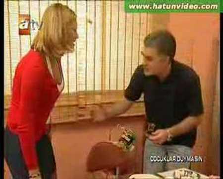 Pınar Altuğ mini Bacak Şov (Çocuklar Duymasın)
