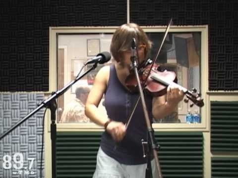 Sara Watkins performs &quot;Long Hot Summer Days&quot; Live at WTMD