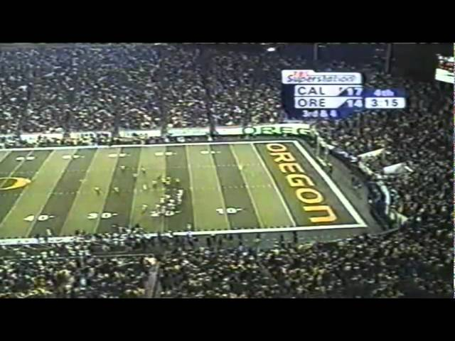Oregon stops Cal on 3rd down late in the 4th quarter forcing a punt 11-08-03