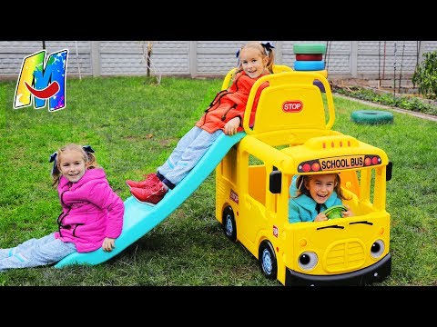Arthur and Melissa pretend play with school bus kids playhouse