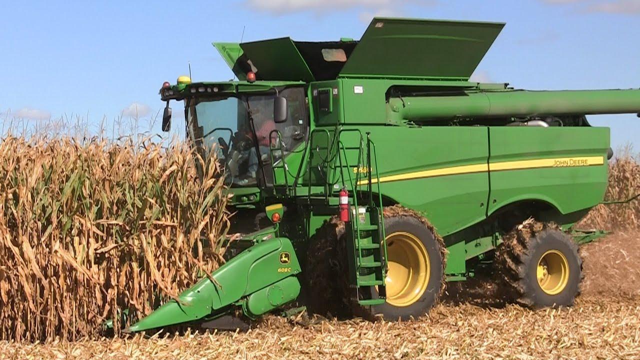 John Deere S680 Combine Near Burlington, Illinois on 10-6 ...