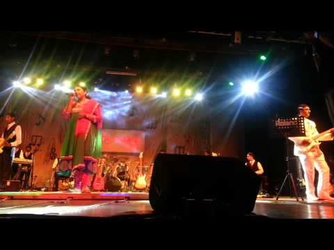 HAR KISIKO NAHI MILTA- LIVE IN CONCERT MEENA MUKHERJEE & TAPOSH...