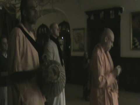 Mangala Arati With Hh Kadamba Kanana Swami video
