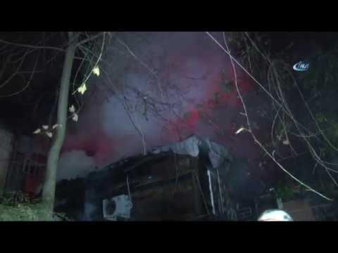 Kadıköy'de Gecekondu Alev Alev Yandı