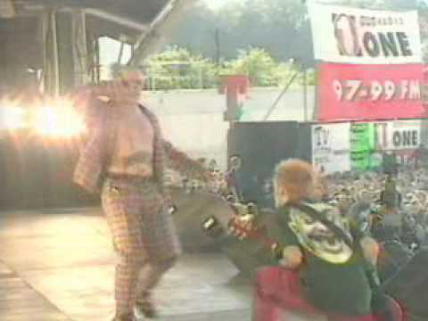 The Prodigy - Firestarter ( live, T in the Park )
