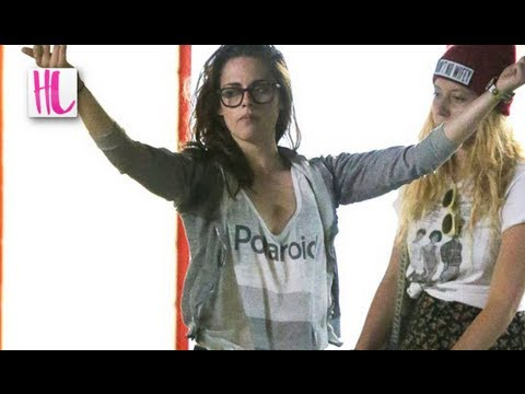 Kristen Stewart Flips Photographers Double Birds