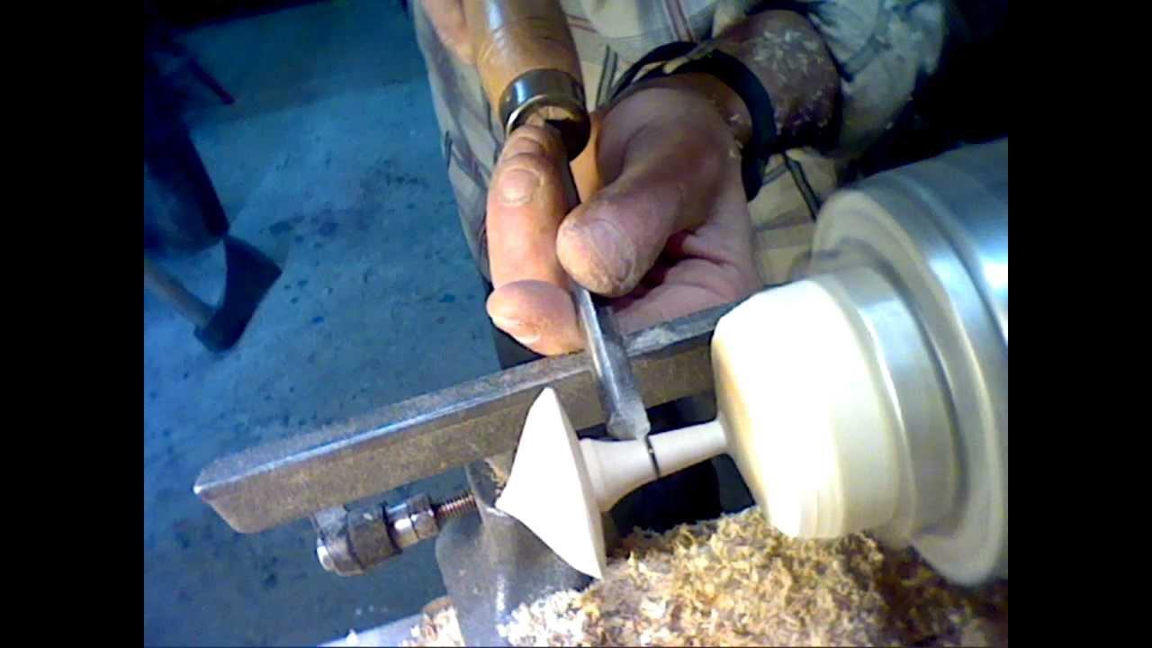 TOUTDEBOIS.com - Fabrication d'une toupie en bois au tour à bois - YouTube