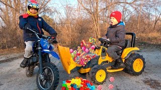 Kids Ride on Power Whells and Preten Play with Sportbike Dirt Bike / The Tractor was full of Candy