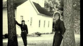 Watch Indigo Girls Walk Away video