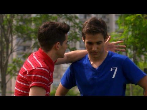Violetta 2 - a León le cuesta aceptar que todavía le importa lo que le pase a Violetta (02x07)