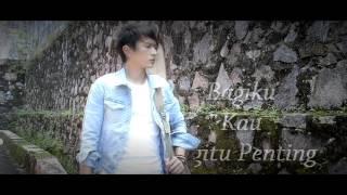 Demeises - Kau Begitu Penting (Official Lyrics Video)