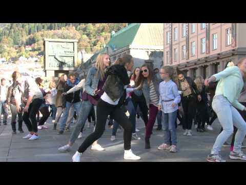 Ylvis - The Fox Flashmob Bergen, Norway klip izle