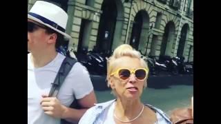 Алена Свиридова с сыном Василием гуляют по Парижу