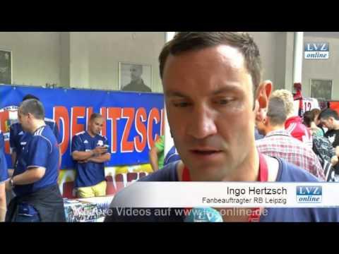 Leipzig, 05.08.2012: Bevor die Saison richtig los geht, nehmen sich die Spieler von RB Leipzig noch einmal Zeit für die Fans und motivieren sich für die kommenden Herausforderungen.