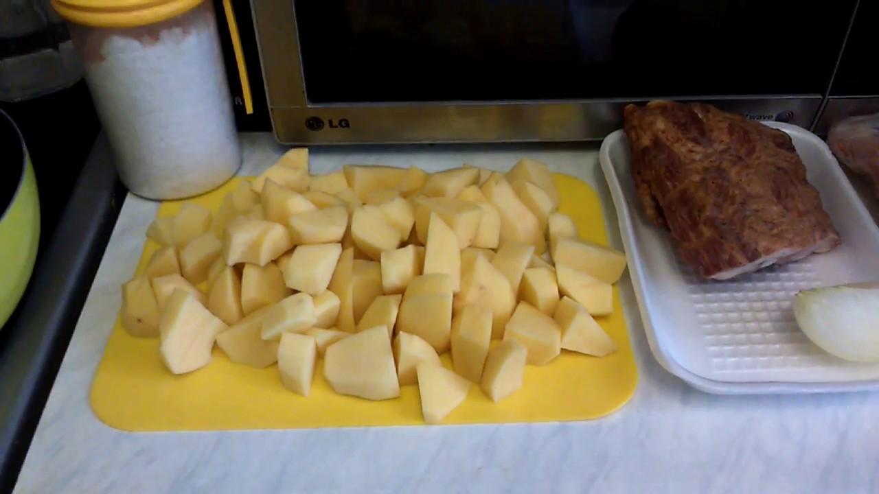 Тушеная картошка с копчеными ребрами рецепт