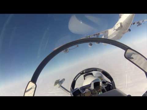 Дозаправка в воздухе Су-30.