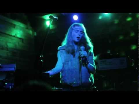 Grimes - Vanessa @ Backbooth