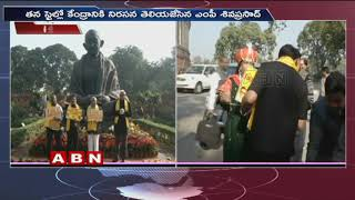 TDP MPs protest outside Parliament House for special status to AP | MP Siva Prasad Variety protest