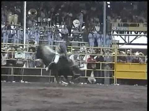 JARIPEO EN MICHOACAN-UNA MONTA CHINGONA Video