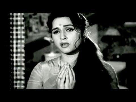 Pat Rakho Giridhari - Lata Mangeshkar, Beena Roy, Ghunghat Song
