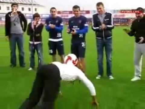 Alanzinho'nun eşi Trabzonspor idmanında futbol şov yaptı!.wmv