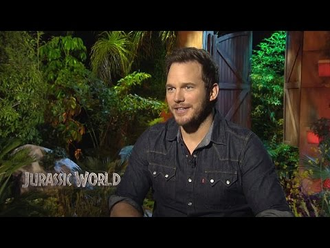 Sit Down With The Stars: Chris Pratt Makes His Own Dinosaur in JURASSIC WORLD!