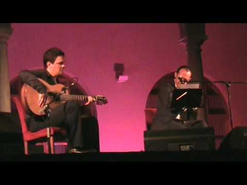 Curro Piñana canta en las Tres Culturas