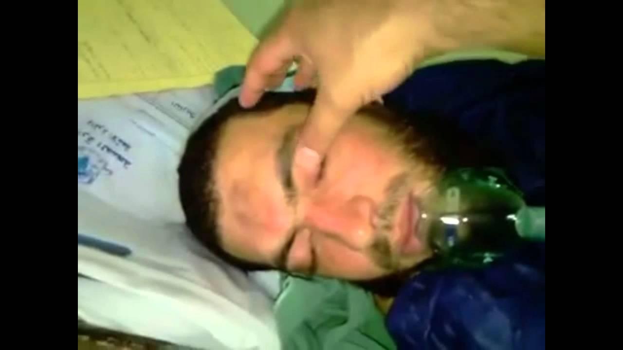 Subhanallah in his sleep a brother reciting the Quran very beautifully.MUST SEE IT insha'allah