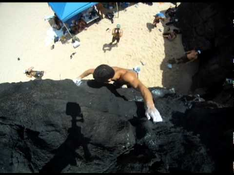 Two great Waimea Bay boulder problems